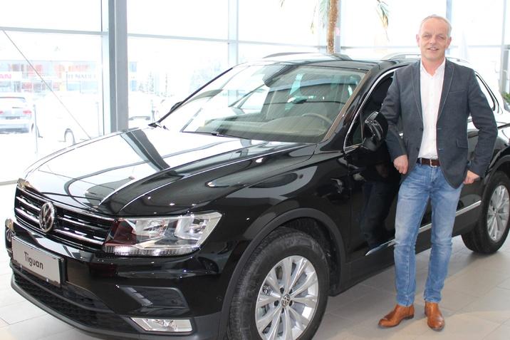 Andreas Fuchs mit dem neuen VW Tiguan